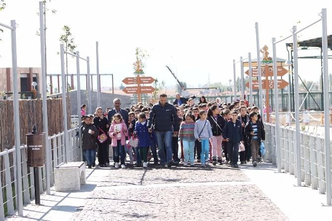 Pınarbaşı İlçesinden Gelen Öğrenciler Hayvanat Bahçesi'ni Ziyaret Etti
