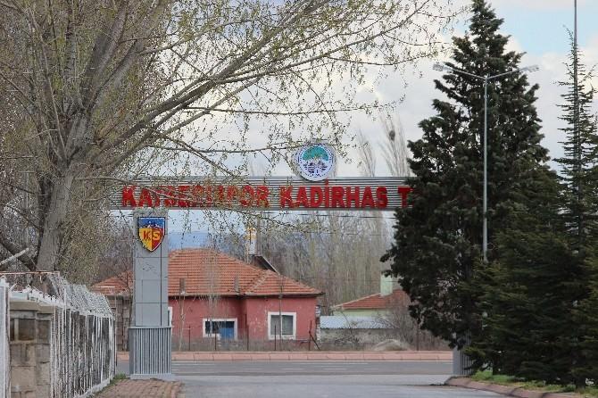 Kayserispor'un Tesislerinin Giriş Kapısına Makyaj Yapıldı