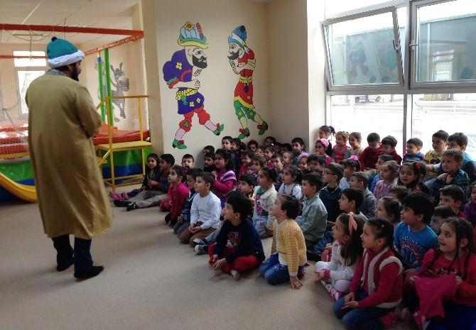 Nezaket Okulları'nda Kukla Gösterisi
