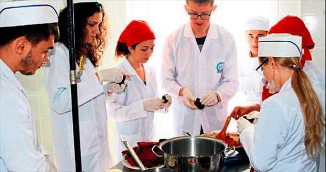 Rus öğrenciler Gaziantep yemeklerini öğrendi