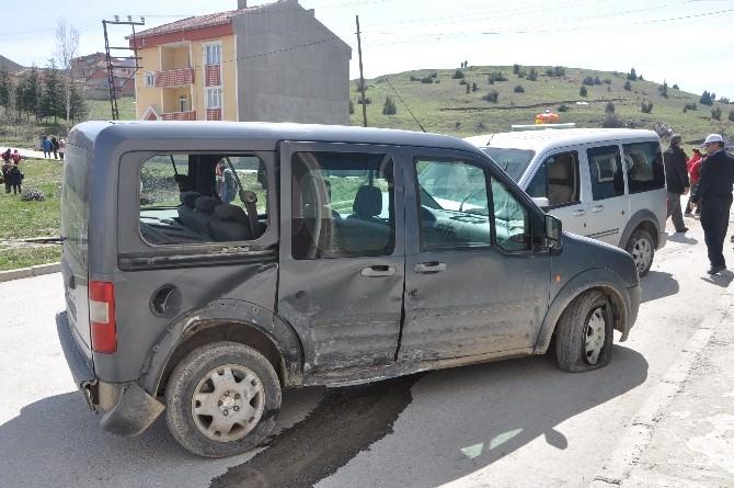 Bozüyük'te Trafik Kazası, 2 Yaralı