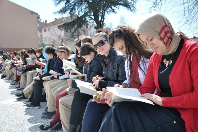 Bozüyük'te 'Okulca Okuyoruz' Etkinliği Düzenlendi