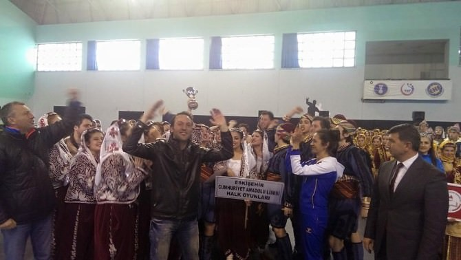Cumhuriyet Anadolu Lisesi Halk Oyunlarında Bölge Birincisi Oldu