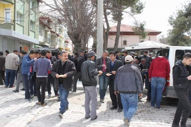 Savcı Kiraz İçin Dinar'da Meslektaşları Helva Dağıttı