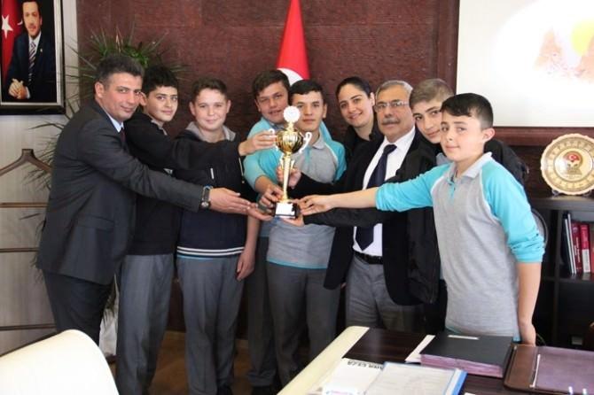 Uçhisarlı Şampiyon Hentbolculardan Başkan Karaaslan'a Ziyaret