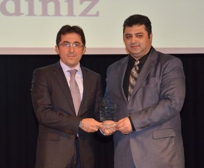 Gümrükçüoğlu Yılın Büyükşehir Belediye Başkanı Seçildi