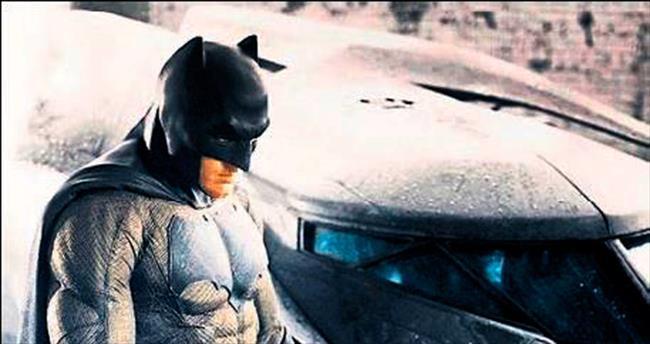 'Batman' kostümünü giymek 25 dakika sürüyor!