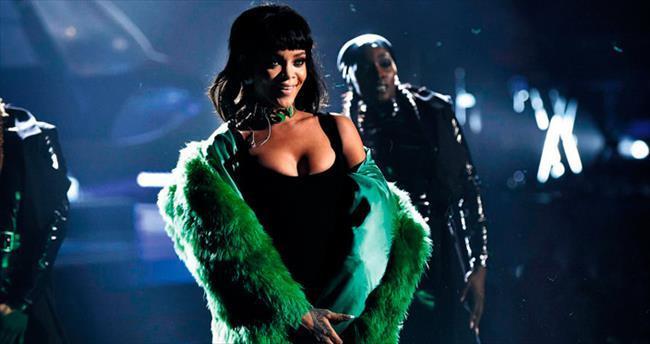 Bu duyulan Rihanna'nın ayak sesleri