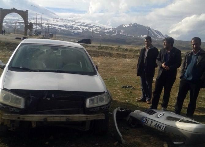 Adilcevaz'da Maddi Hasarlı Trafik Kazası