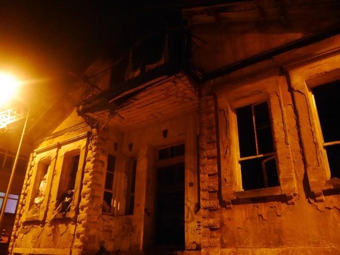 Edirne'de Metruk Bina Yandı