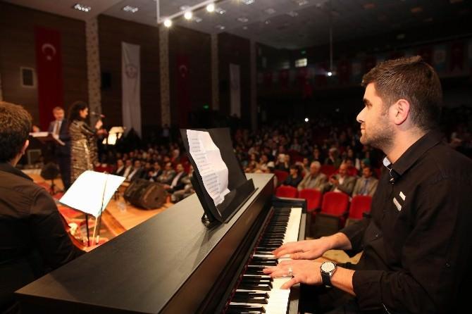 Şanlıurfa'da Garipçe Adlı Türk Halk Müziği Konseri Düzenlendi