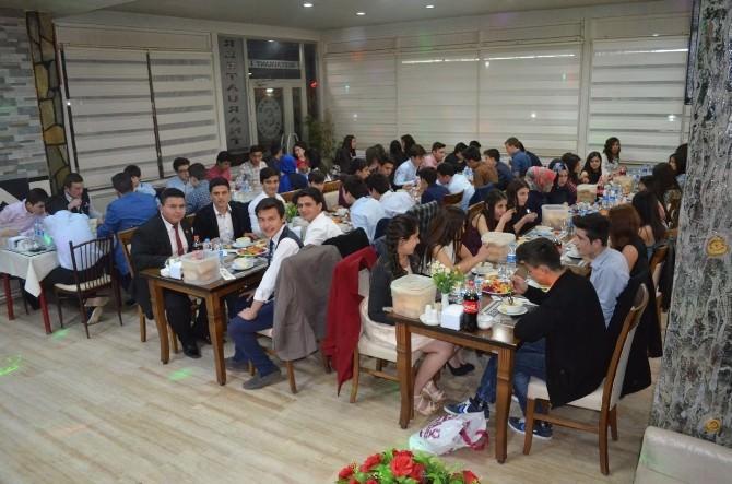 Kula'da Öğrenciler Yemekte Buluştu