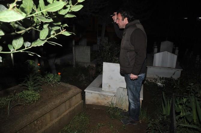 """""""Mezarlıkta Ölüyorum"""" İhbarı Polisi Alarma Geçirdi"""