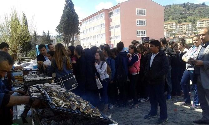 Sökeli Öğrencilere Balık Ziyafeti