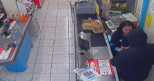 Bıçakla market soydu 15 dk sonra yakalandı