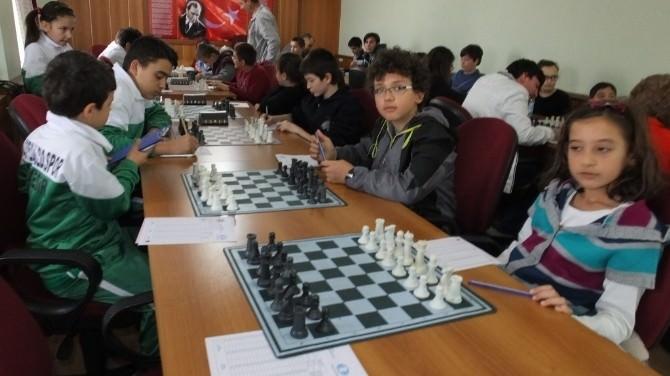 Burhaniye'de Satranç İl Yöre Yarışmaları Yapıldı