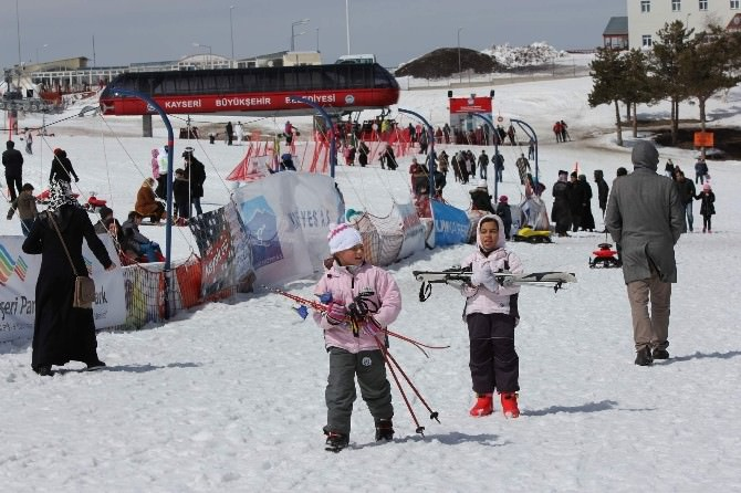 Nisan Ayında Kayak Keyfini Doyasıya Yaşadılar