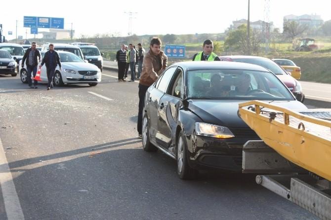 Zincirleme Kazaya Biri Yolcu Otobüsü, Biri Polis Otomobili Olmak Üzere 4 Araç Karıştı