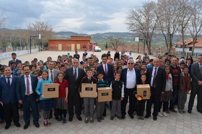 Selendi'deki Okullara Projeksiyon Cihazı Desteği
