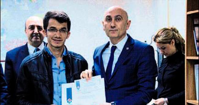 Hasan Kalyoncu'dan kitap kurtlarına ödül