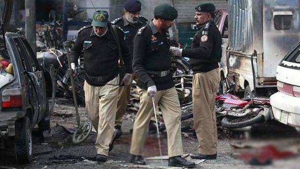 Pakistan'da silahlı saldırı: 10 ölü