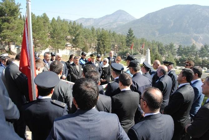 Amasya'da Polisler Kurban Kestirip Şehitlikte Dua Etti