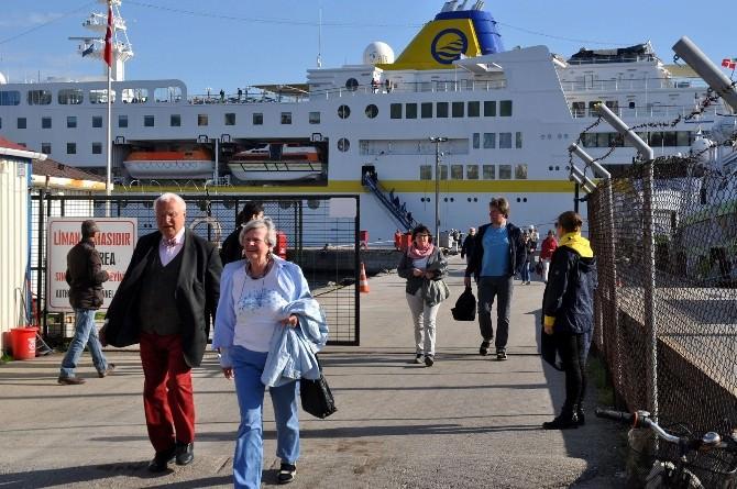 """Yılın İlk Turist Gemisi """"Hamburg"""" Mudanya'da"""