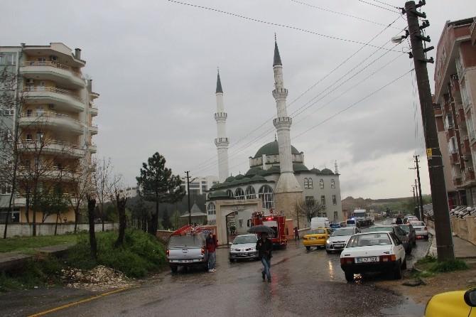 Edirne'de Camiye Yıldırım Düştü