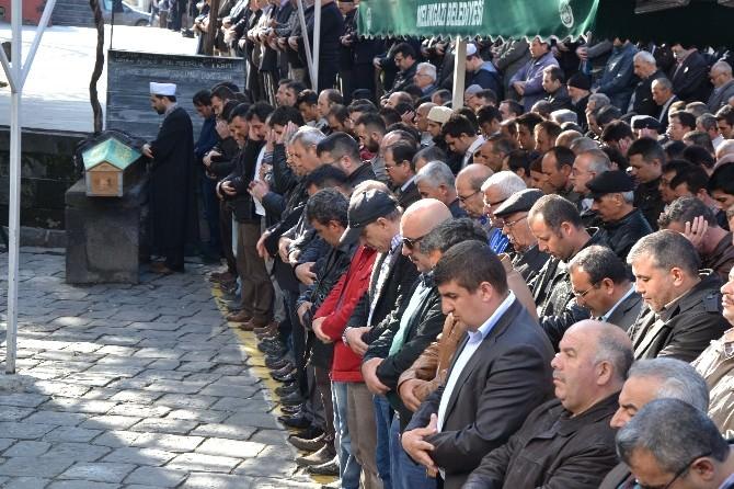 Kayseri'de 8. Kattan Düşen Çocuk Son Yolculuğuna Uğurlandı