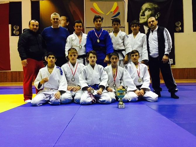 Büyükşehirli Judocular Kocaeli'yi Zirveye Çıkarıyor