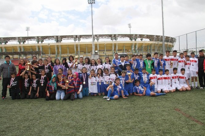 Yıldızlar Kız Ve Erkek Futbol Turnuvası Sona Erdi