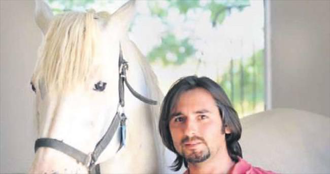 Fotoğrafın beyaz atlı prensi