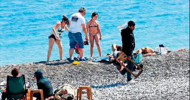 Konyaaltı Plajı'nda seyyar sezonu açıldı