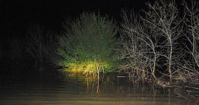 Yollar kapandı, tarlalar göle döndü