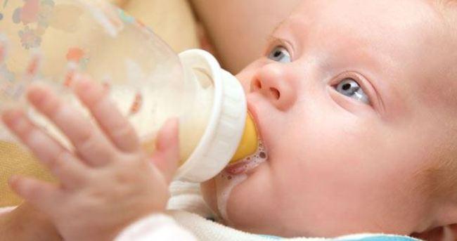 Bebeğinize anne sütü yerine inek sütü içiriyor olabilirsiniz