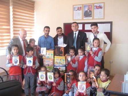 Kızılay'dan Öğrencilere Kitap Yardımı