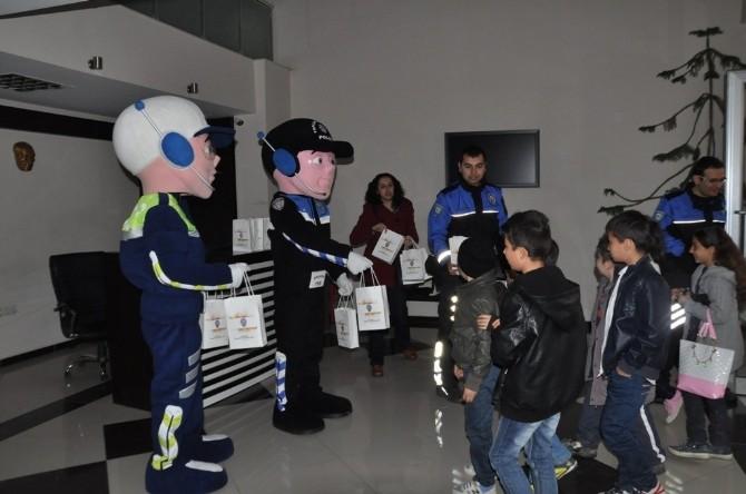 Minik Öğrenciler Polislik Mesleğini Tanıdı