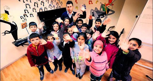 Sokakta çalışan çocuklara Büyükşehir'den destek
