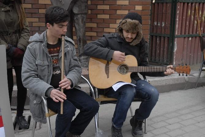 Üniversite Öğrencilerinden Engellilere Müzikli Destek