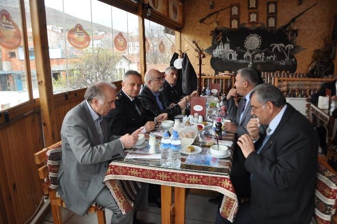 Bozüyük'te Emekli Polis Memurları Onuruna Yemek Verildi