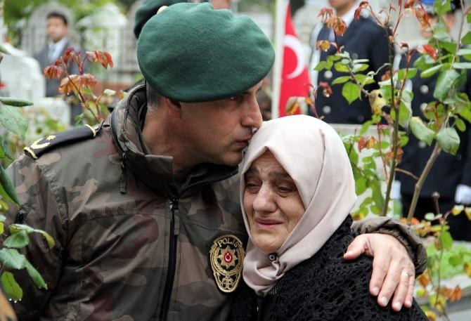 Samsun'da Şehit Polisler Mezarları Başında Anıldı