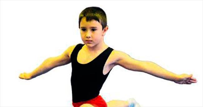 Minik jimnastikçiler büyüledi