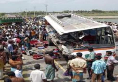 Bangladeş'te otobüs kazası: 24 ölü