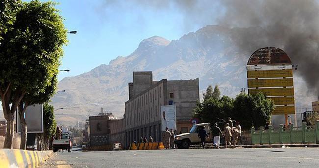 Yemen'de Savunma Bakanlığı binası vuruldu