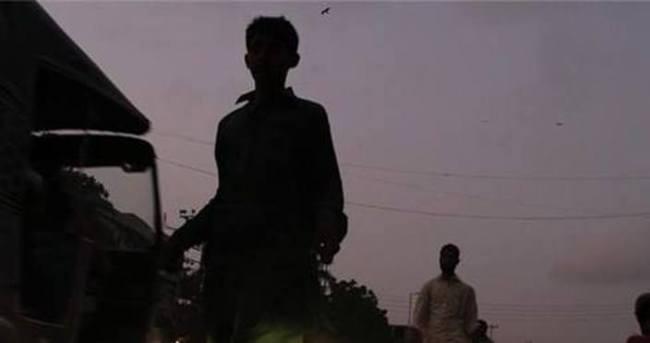 Pakistan'da işçi çadırına saldırı: 20 ölü