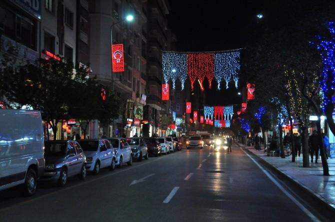 Manisa Caddeleri Türk Bayrakları İle Aydınlandı