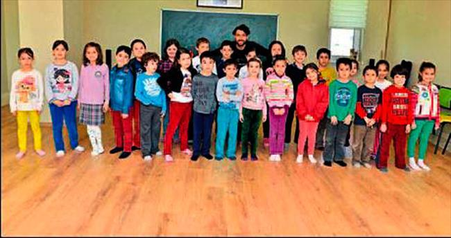 Çocuklara drama kursu veriliyor