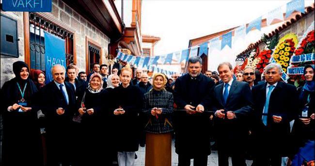Sare Davutoğlu Hayat Vakfı açılışına katıldı