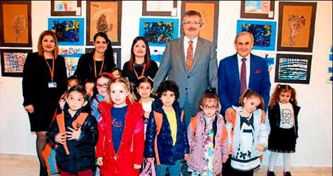 Minik ressamlar ve Devrim Erbil Ekol Sanat'ta