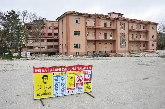 Eski Devlet Hastanesinin Yıkımına Başlandı